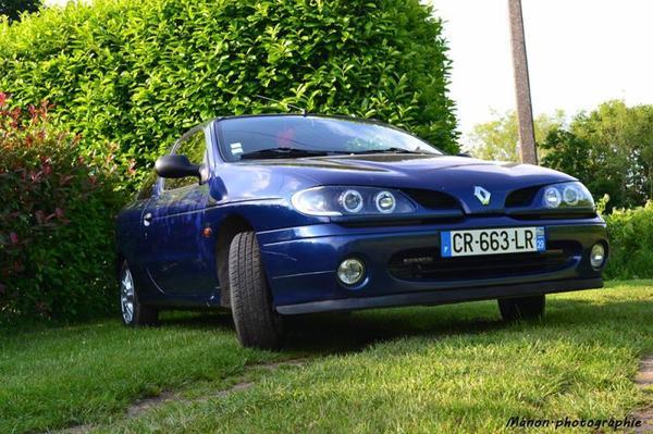 Voici la voiture d'un membre : une Renault megane coupe