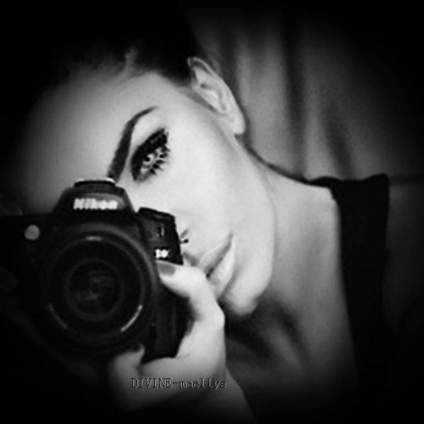 Une photographie est tel un médium, elle fige le passé, elle lit le présent et fait l'avenir
