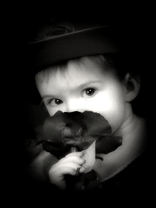 Dans la première jeunesse, la jouissance du bonheur présent a quelque chose de si vif, de si complet, qu'elle fait oublier toute pensée d'avenir. On est alors trop occupé d'être heureux pour songer si on le sera toujours, et la félicité remplit si bien le c½ur, que la crainte de la perdre n'y peut trouver place.