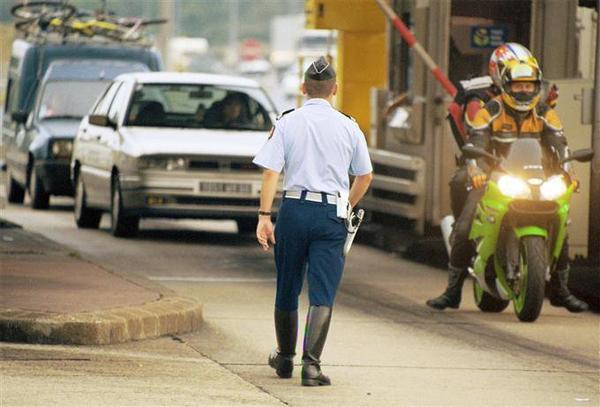 N.A.C.E.R/ Nouvelle Association Concernant l éducation Routière associations pour la sécurité routière