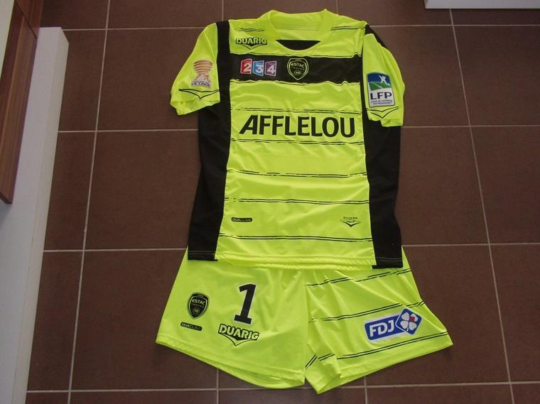 Maillot et short portés avec Troyes en coupe de la ligue à Reims saison 2012/2013 vue de devant