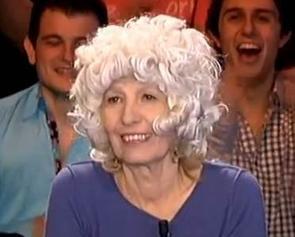 Le jury d'ondar essaie la perruque