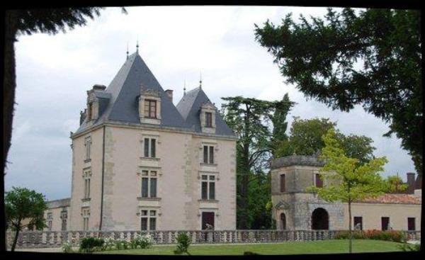- Le Château d'Authon-Ebéon -