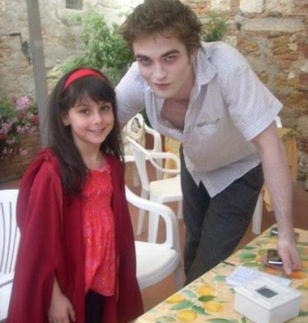 article de Kristen et Robert avec des fan