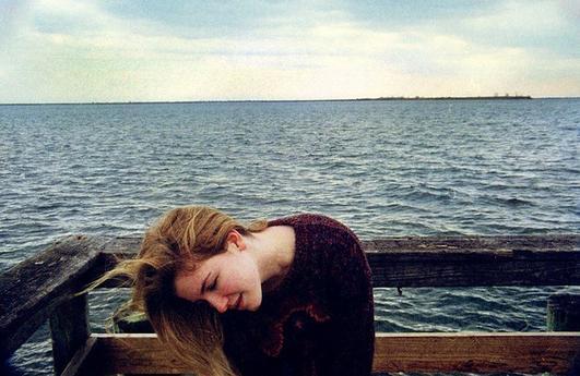 ....................................Et ma vie pour tes yeux lentement s'empoisonne. ....................................