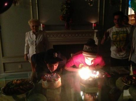 03/05 c'est l'anniversaire de Jai (son copain) et Ariana lui a offert un paresseux