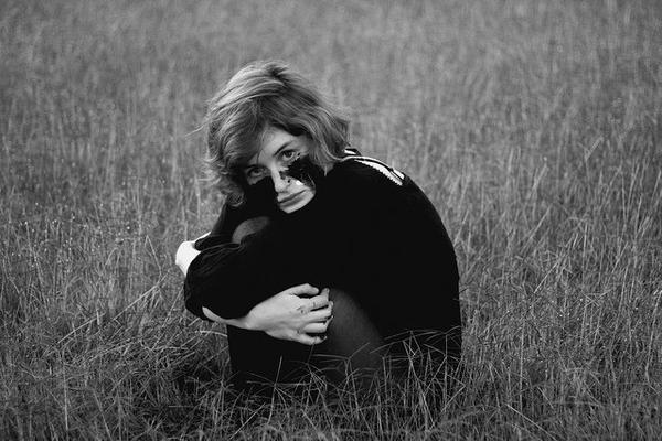 «Ne regardez pas en arrière et ne pleurez pas sur le passé, car il est passé et ne vous en faîtes pas pour le futur, car il n'est pas encore arrivé. Vivez dans le présent, et faites-en quelque chose de magnifique qui vaille la peine qu'on s'en rappelle.»