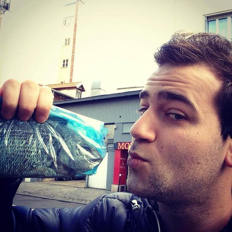 À l'occasion du 1er avril, KARIM BOUBOU était dans la rue .. Avec un vrai poisson !