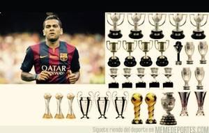 La réponse en image (et en émojis) de Dani Alves aux critiques de Cristiano Ronaldo !