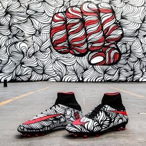 VIDEO - Neymar présente ses nouvelles chaussures inspirées de ses tatouages !