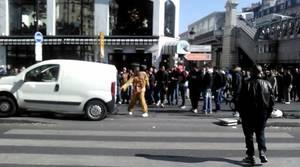 VIDÉO - Il détruit sa voiture au milieu du boulevard Barbès !