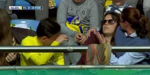 VIDEO - Elle perd connaissance sur une frappe de Messi !