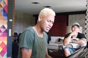 VIDEO - Neymar chante… mais n'aurait pas dû !