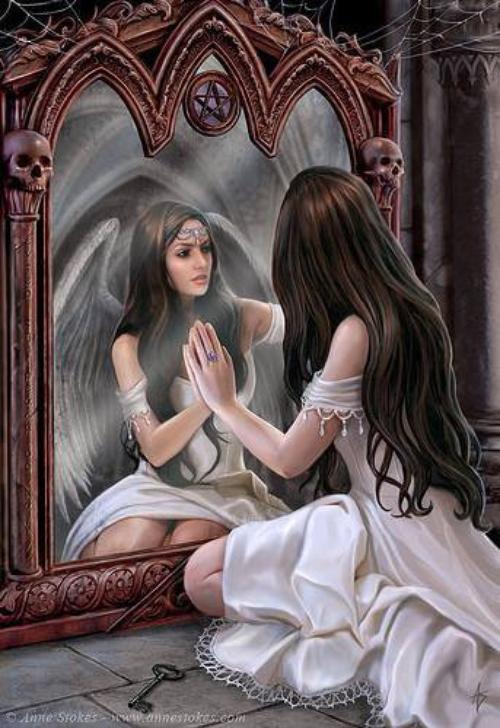 Quand elle vois sont passé , elle vois des déceptions et des erreurs  Mais quand elle vois sont reflet dans le miroir , elle vois de la force  et des leçons apprises , de la compassion pour elle-même et de  la fierté .