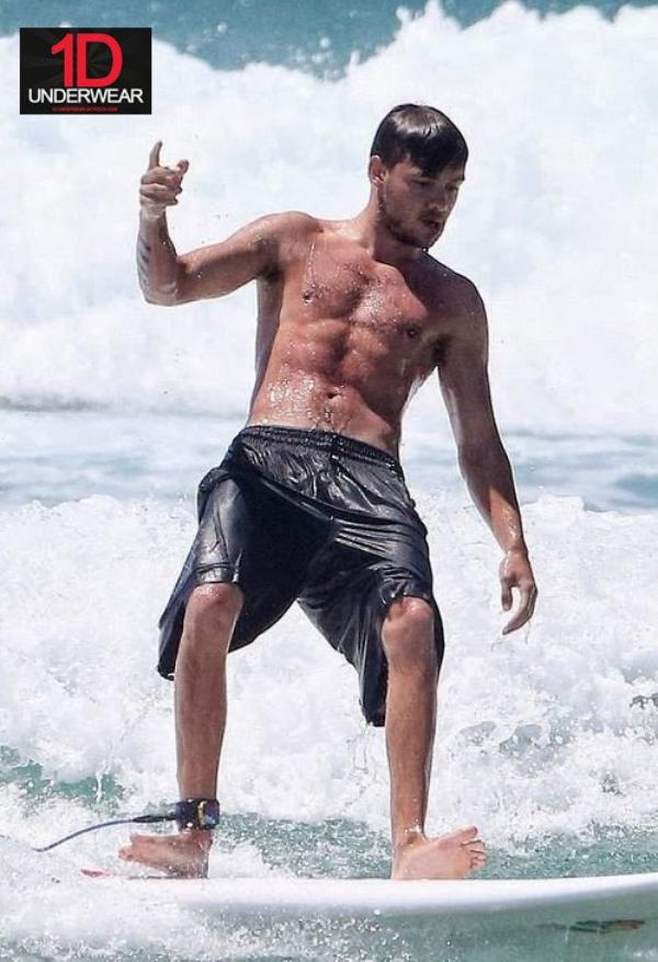 Liam so SEXY quand il fait du surf !