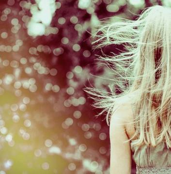 """"""" Entendre ton rire, qui lézarde les murs, qui sait surtout guérir mes blessures. Entendre ton rire comme on entend la mer, s'arrêter, repartir en arrière. """""""