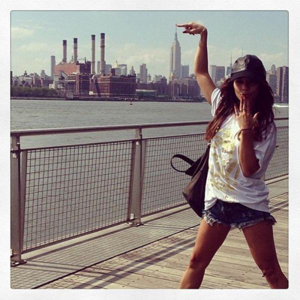 """Za-Nessa-Source(11.07.13) Message caché derrière cette photo : """"venez me trouver, je suis à New York"""".Za-Nessa-Source"""