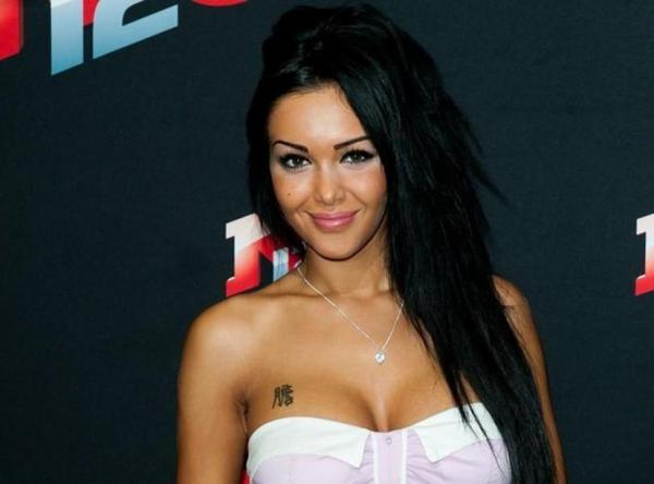 Nabilla dans Hollywood Girls 2