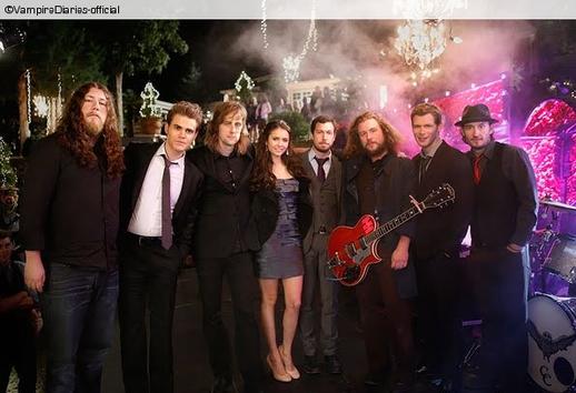 Avec un groupe de musique !