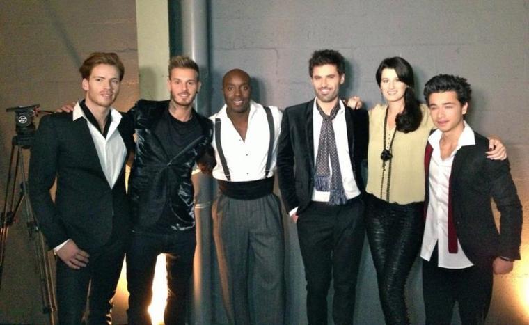 Replay : prestation de la troupe de Robin des Bois lors de l'émission spéciale Céline Dion sur Fr2.