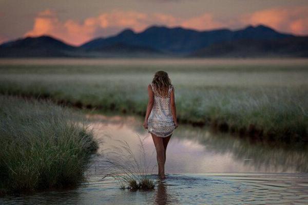 «Ne crains pas la solitude lorsqu'elle croise ton chemin. Elle te donne l'occasion de te retrouver avec toi-même et de te fortifier.» Anonyme.