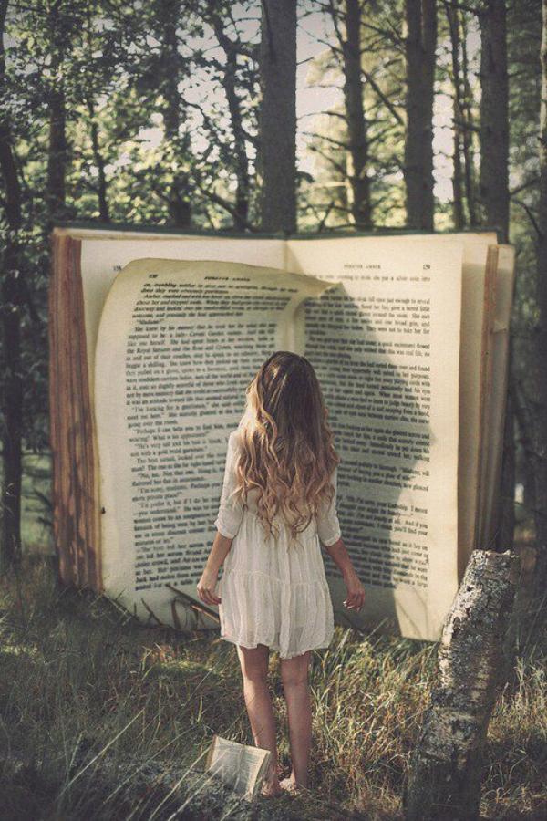 «Je m'en souviens comme si ça m'était arrivé à moi, je ne me rappelle pas les choses qui me sont vraiment arrivées ces années là. Je ne me rappelle pas qui était assis derrière moi à l'école. Alors, qu'est-ce que j'ai vraiment vécu? Qu'est-ce qui est réalité et qu'est-ce qui ne l'est pas? Il y en a une qui est devenue une partie de ma vie, une partie de ma mémoire, c'est devenue en partie ce qui a fait qui je suis et l'autre, la «prétendue» réalité, elle s'est dissoute avec le temps qui passe. Je crois que les livres les plus prenants ont cette capacité, ils deviennent nos expériences par procuration et elles deviennent aussi réelles et importantes que les vraies.» G.R.R MARTIN à propos du Seigneur des Anneaux.