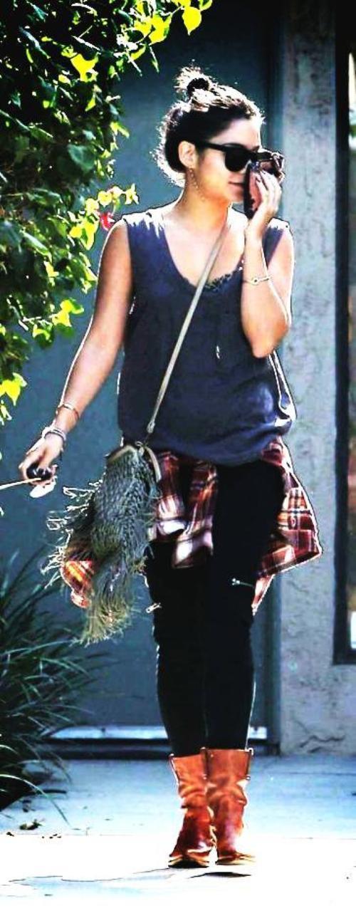 Vanessa Hudgens est casual en Californie le 25 septembre 2012