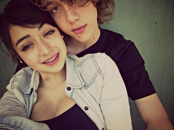 Dans un couple il faut être deux mais ne former qu'un, autrement dit 1+1=1.♥
