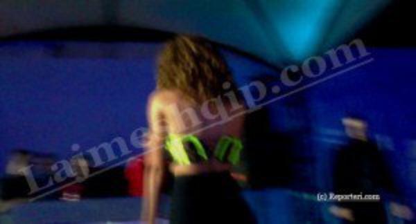 Skandal: Daffy ndërpret koncertin, i shpërthejnë gjinjtë