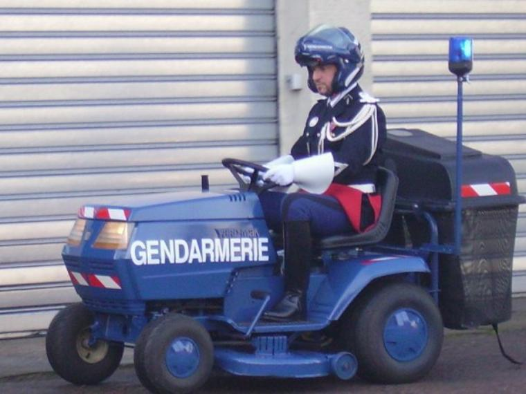 HUMOUR AUTOUR DE LA TONDEUSE