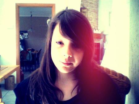 Je suis ce genre de fille qui prétend s'en foutre avec le sourire. △.♥