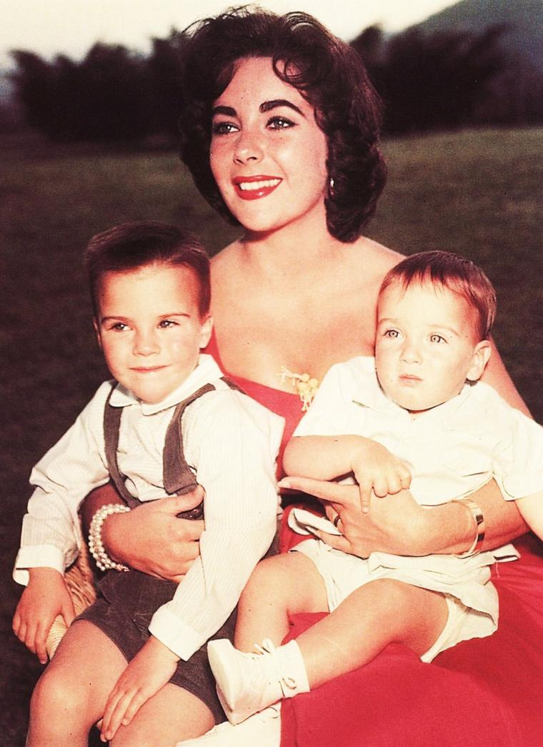 LES ENFANTS / Liz et ses deux garçons, Michaël Howard et Christopher Edward, fils de Michaël WILDING...