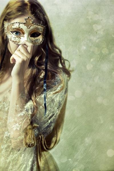 Chapitre 9: Bal Masqué: attention aux visages cachées