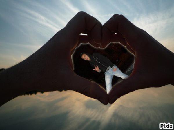 « Chaques jours je te visualise, puis je ressens mon coeur qui se brise. »