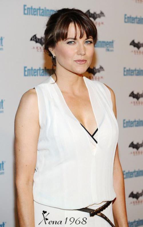 LUCY  LAWLESS  A  LA  CELEBRATION  DE  LA  5EME EDITION  DE  COMIC-COM