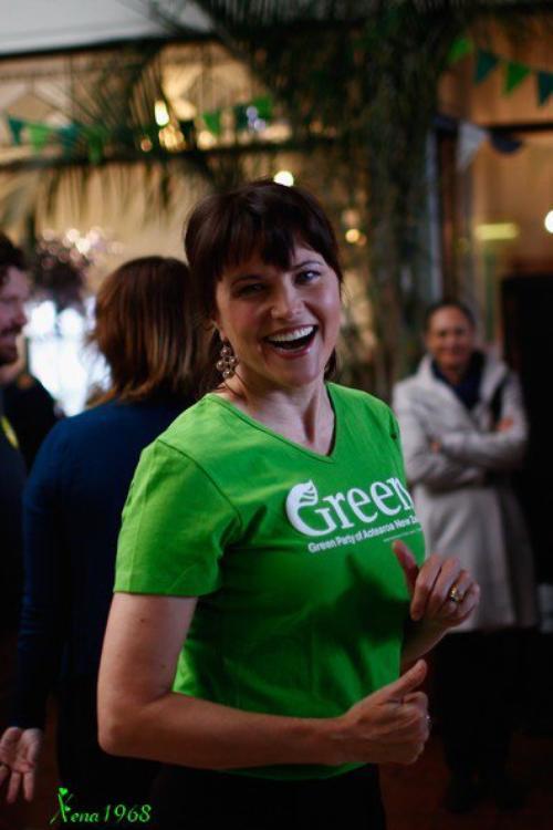 LUCY LAWLESS A LA CAMPAGNE ÉLECTORALE DU PARTI VERT EN NOUVELLE-ZÉLANDE