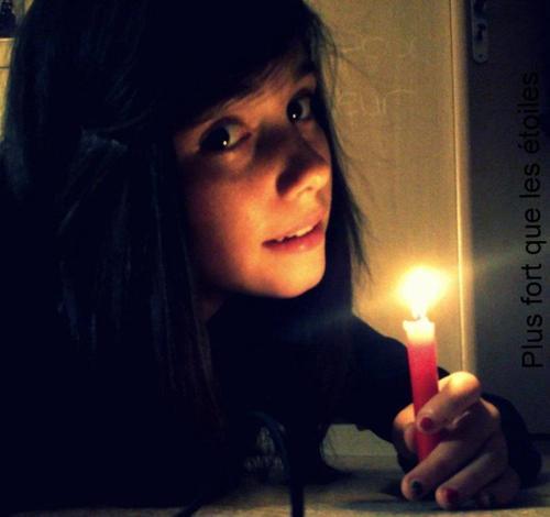 L'amour, c'est comme une rose, a la fin ça fane, et a vie c'est comme une bougie, a la fin ça perd toutes flammes.