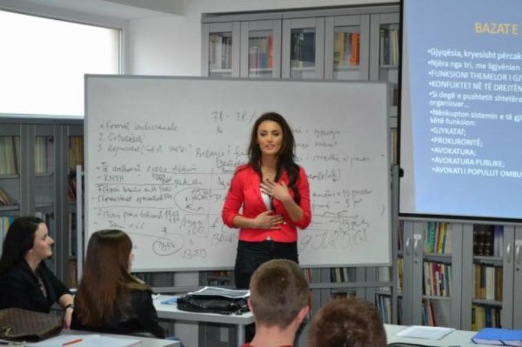 "Genta Ismajli - Tek ""Universiteti Juridica"""