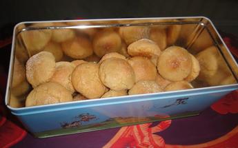 Amaretti, biscuits moelleux aux amandes.