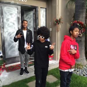 Prodigy a posé avec la marque de son cousin Stephon puis quelques photos des Mindless Behavior en interview à Washington
