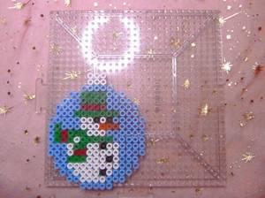Boule de noël  bonhomme de neige 2 en perle hama