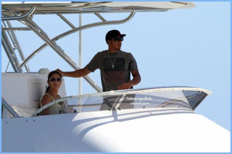 -- Samedi 13 Août 2011 : Nicole et Lewis profitent de leurs vacance et du soleil d'Honolulu.. --