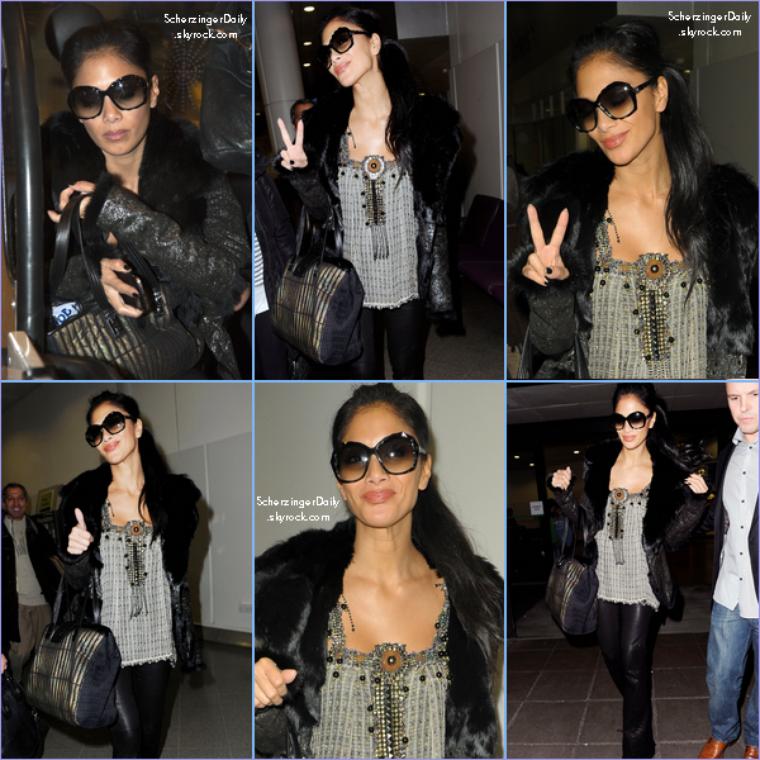 -- Samedi 03 Décembre 2011 : Nicole arrive à Manchester où elle participera au Royal Variety  Lundi soir.. --