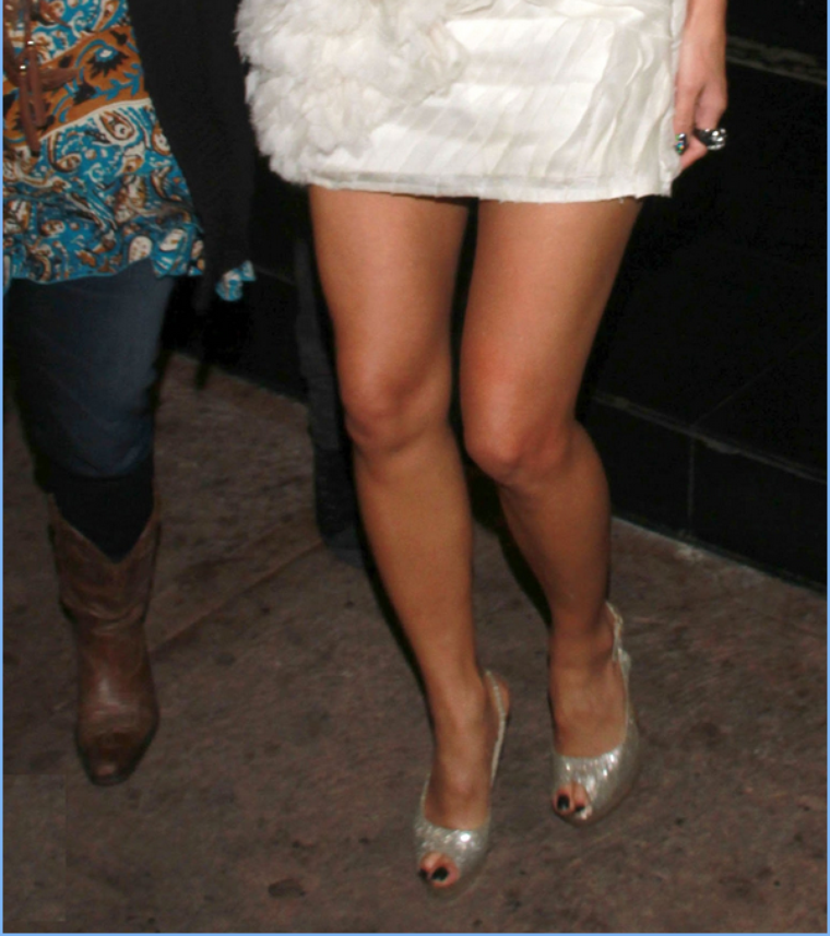 -- Jeudi 15 Décembre 2011 : Nicole et quelques amis se sont rendus au restaurant Beso après sa soirée à X-Factor.. --