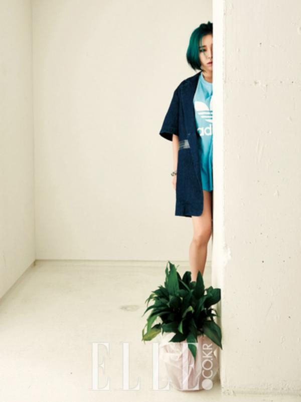 """사진     La chanteuse   Son GaIn (BEG) pour """"ELLE, avril 2015"""""""