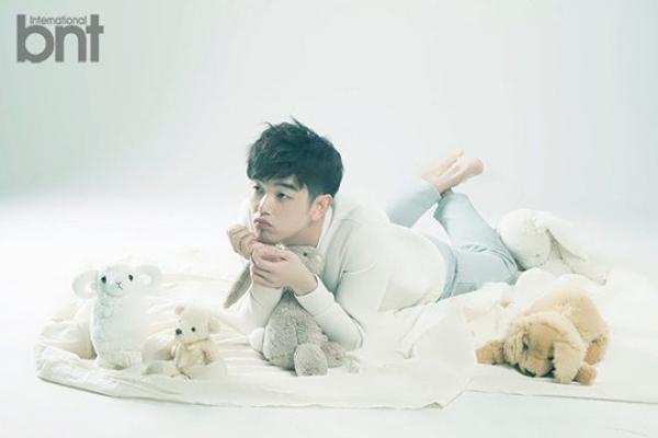 사진   Le chanteur solo et présentateur TV,  Eric Nam   pose pour   BnT International       에릭남
