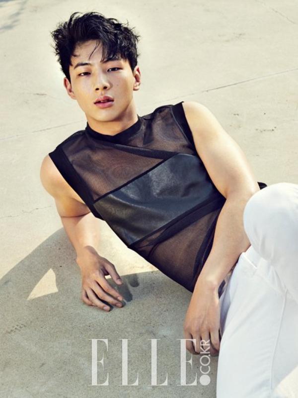 사진   L'acteur  Ji Soo  pose pour   ELLE  (édition de juillet) & Geek (édition de juin)   Une demande de Always-a-Shawol