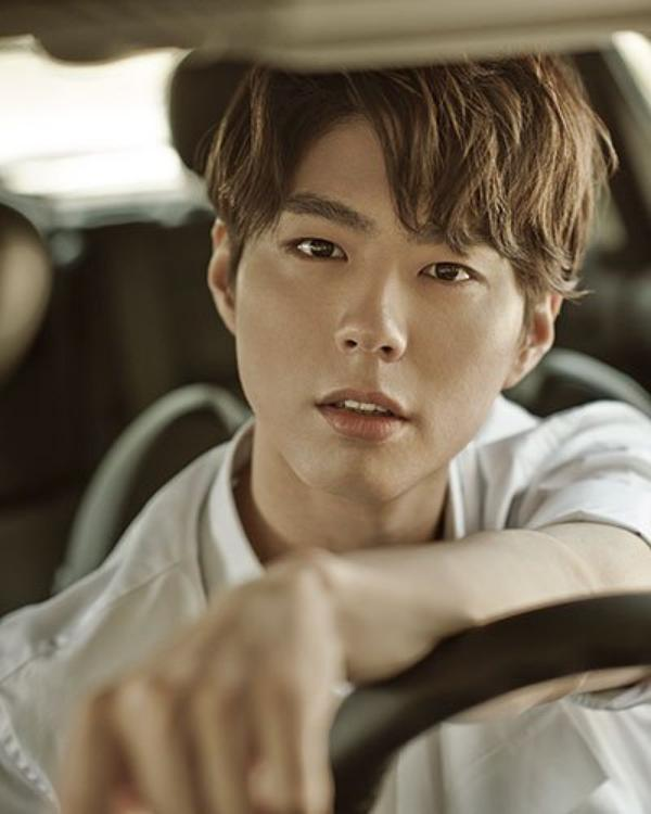 사진   L'acteur  Park Bo Gum  pose pour   Singles Korea   Juillet 2015  Ue demande de Always-a-Shawol