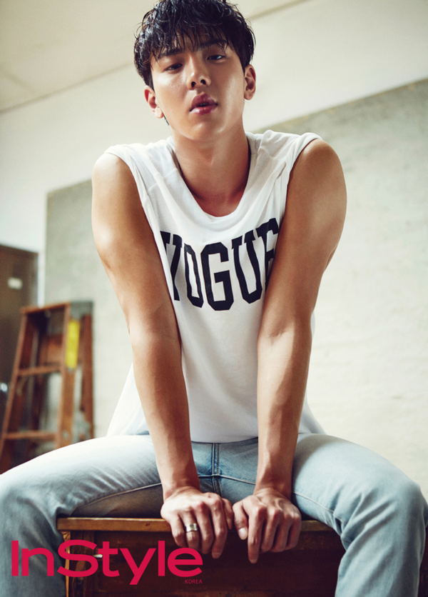 Le leader des Monsta X, Shownu, pose pour InStyle