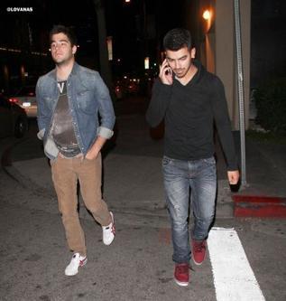"""07/06/11:Kevin et Danielle au Gala Samsung pour """"Hope for children"""" (NY) et 07/06/11:Joe et MiKey Deleasa dans les rues de Los Angeles"""